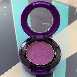 MAC Selena Veluxe Pearl Single Eyeshadow in Selena